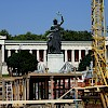 The construction of the Käfer tent in front of the Bavaria statue